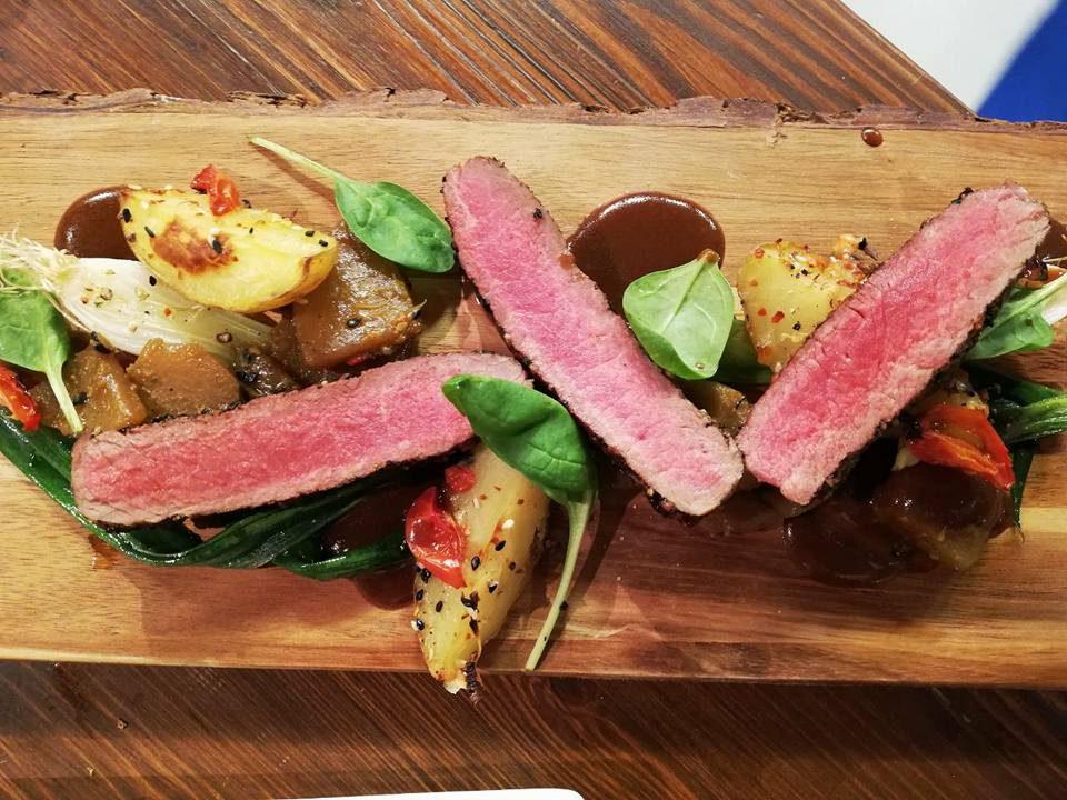 Marinování a nakládání steaků , zeleniny a ovoce na váš grill.
